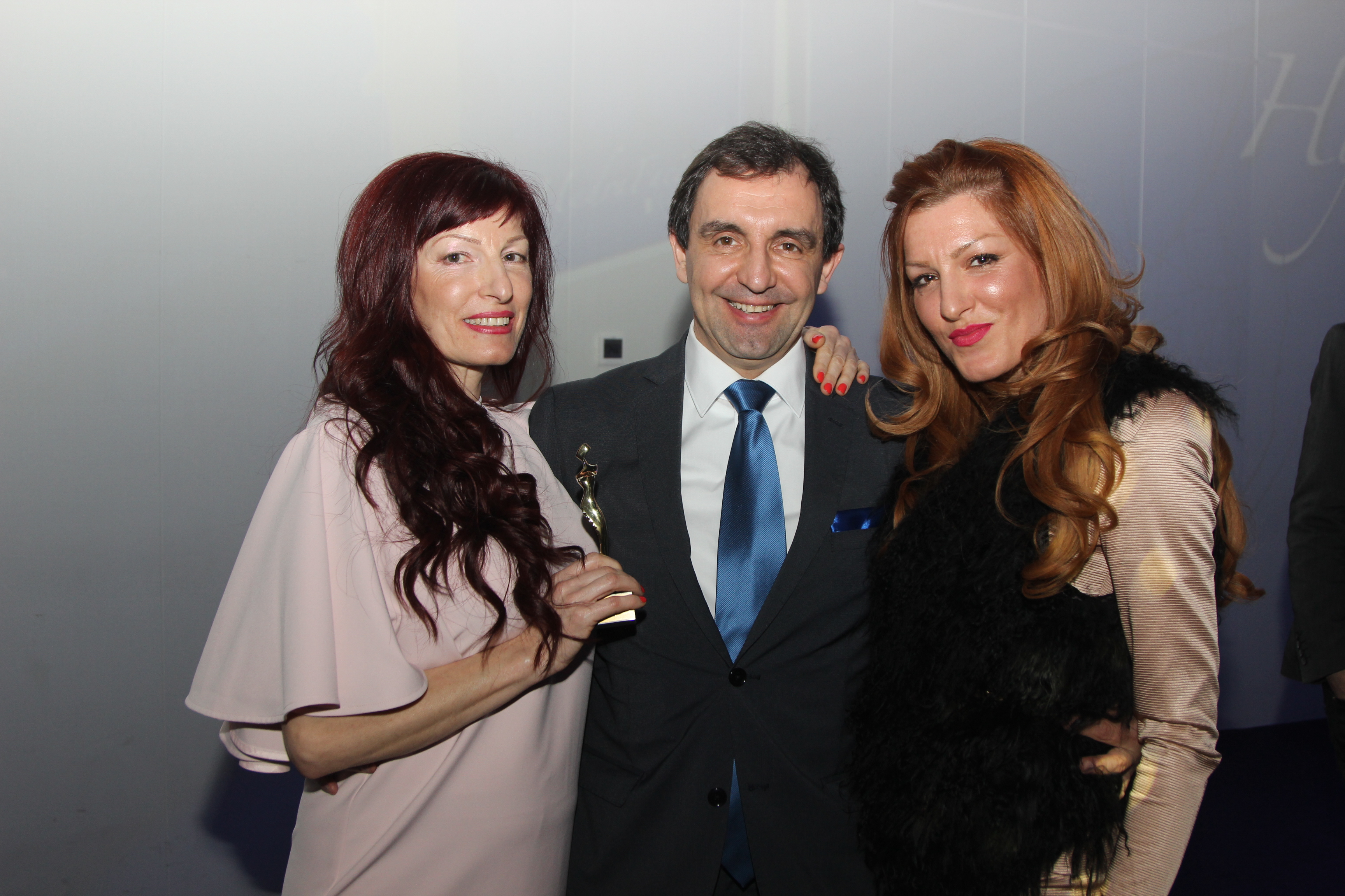 Dani-Shopova-Natali-Martin-nirvana-bulmed